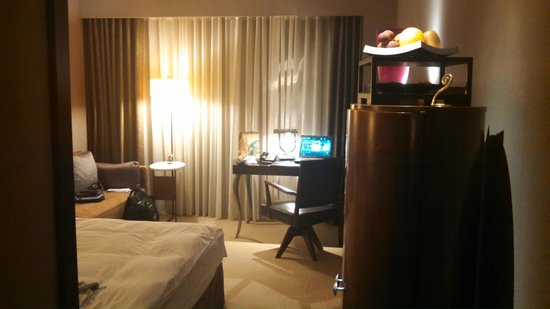 Les Suites Taipei Ching-cheng: desk area