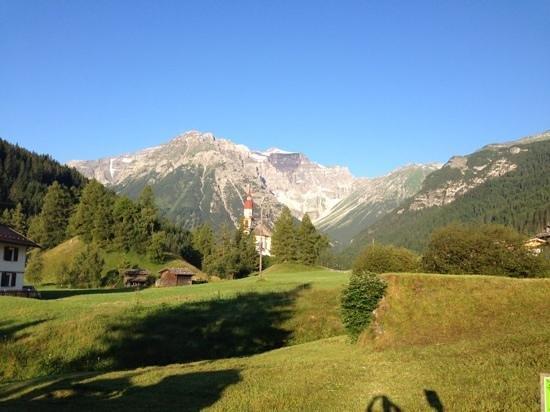 Almi's Berghotel: der Blick aus dem Fenster