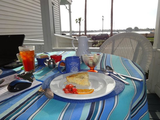 Bayfront Westcott House Bed & Breakfast: Breakfast with a view