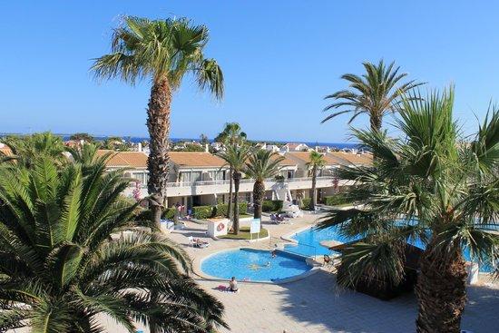 SunConnect Apartamentos Los Delfines: Pool view from D301
