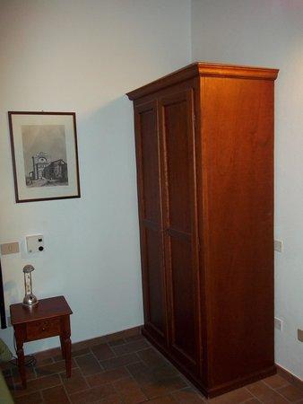 Helvetia : room 25 wardrobe