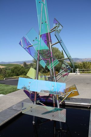 Artesa Vineyards & Winery : a modern sculpture greets you at the entrance