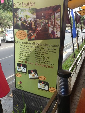 Grand Istana Rama Hotel Bali: sign on the street at the outdoor dining area
