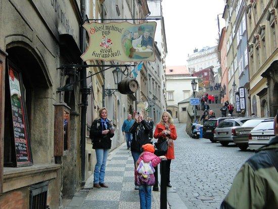 Stredoveka Krcma (Medieval Tavern) : Улочка, на которой находится корчма
