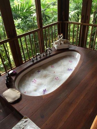 Six Senses Yao Noi : Bubble bath with a view!!