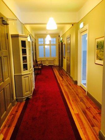 جراند هوتل هورنان: Hallway