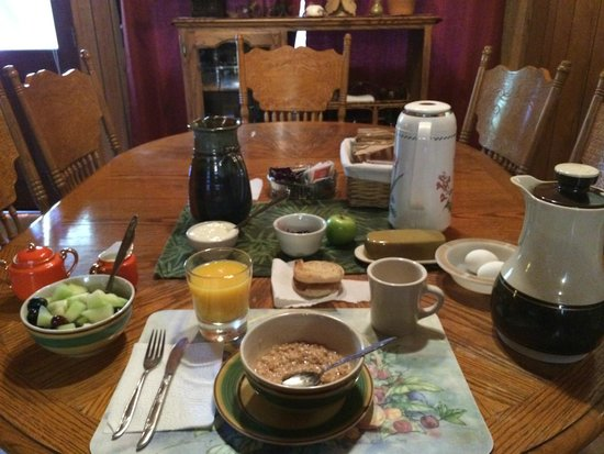 The Red Rooster Lodge: Breakfast in the morning