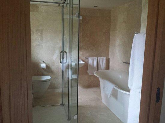 Roundhouse Barn: Stunning bathroom