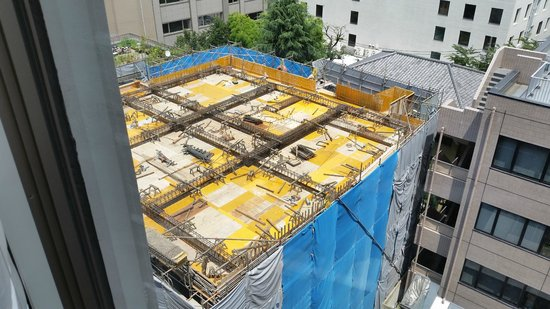 Hotel Monterey Hanzomon : View of construction behind hotel