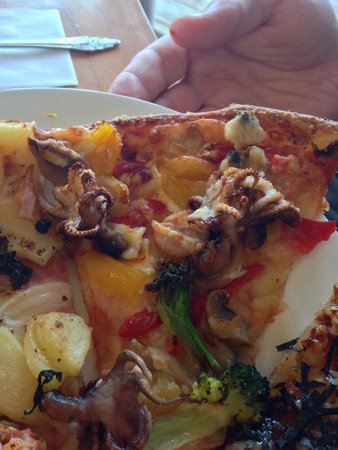 Oceans Pizza: Seafood pizza