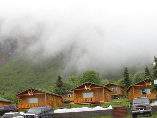 Sheep Mountain Lodge: Cabins in the misty mountains