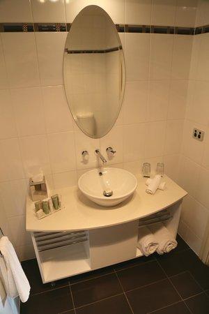 Peppers Seaport Hotel : Bathroom Vanity