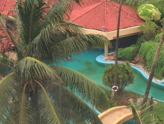 The Retreat Hotel & Convention Centre: Green Moss in Pool 2