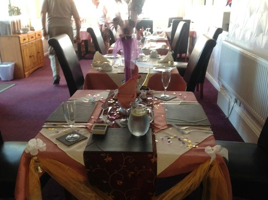 The Swiss Cottage Shanklin: Wedding Anniversary Table