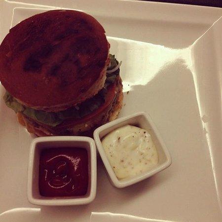 "K108 Hotel: ""famous"" K 108 Burger"