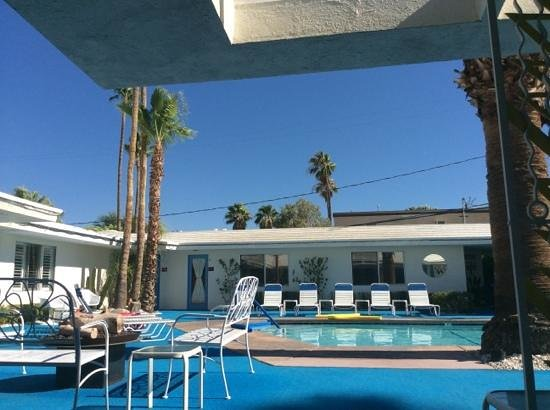 Palm Springs Rendezvous: lazing at the pool in 110F!