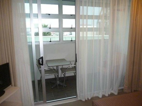 Proximity Apartments Manukau : Enclosed balcony