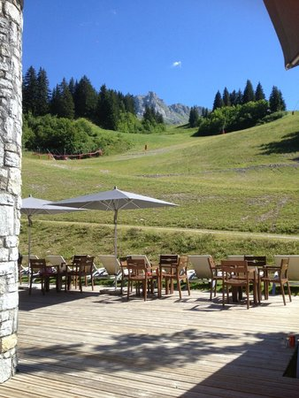 Club Med Valmorel : View of the piste!