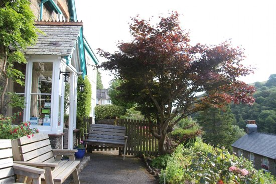 Pine Lodge Guest House: Entry to Pine Lodge