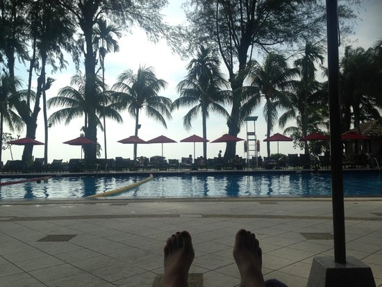 Holiday Inn Resort Penang: pool late afternoon