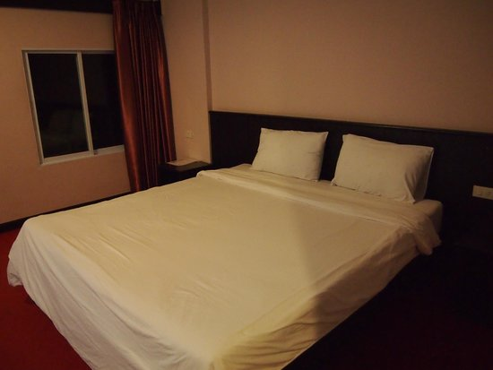Nongkhai City Hotel : Large double bed
