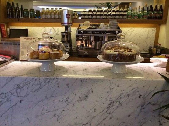 Maroush II: Delicious cakes at the cafe area
