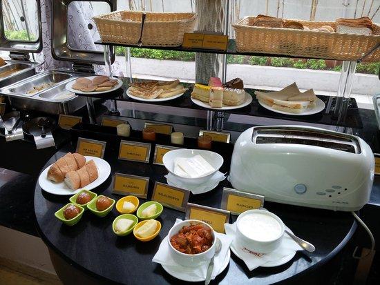 Citrine Hotel: Breakfast spread