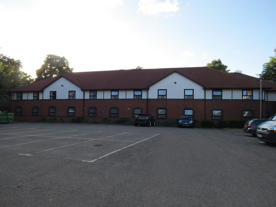 Premier Inn Liverpool (West Derby) Hotel: Large back car park