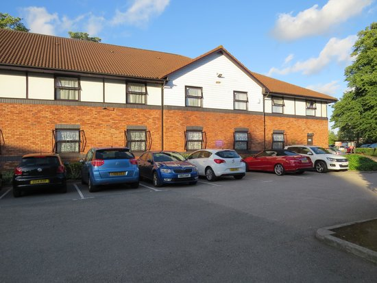 Premier Inn Liverpool (West Derby) Hotel: Back car park