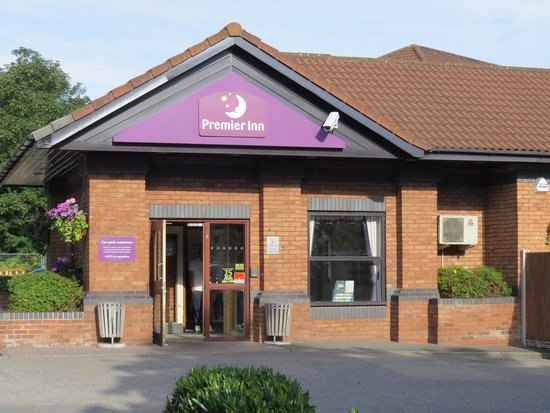 Premier Inn Liverpool (West Derby) Hotel: Hotel entrance