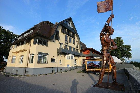 Bodensee-Hotel Sonnenhof: Der Sonnenhof mit Terrasse