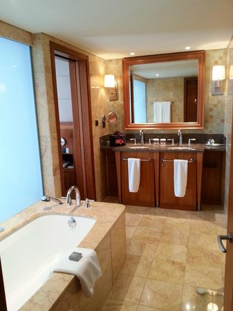Arion, a Luxury Collection Resort & Spa : Enormous bathroom