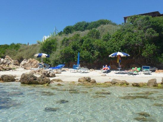 Hotel dei Pini : Beach umbrellas