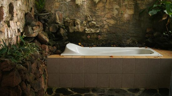 Manah Liang Bungalow : Bath tub
