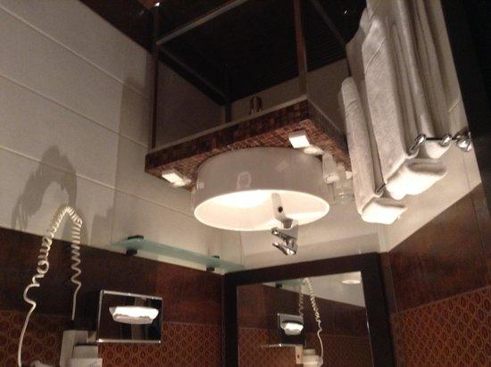 Rixwell Centra Hotel: Bathroom
