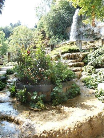 Bateau à Roue Royans Vercors: cascade au jardin fontaines