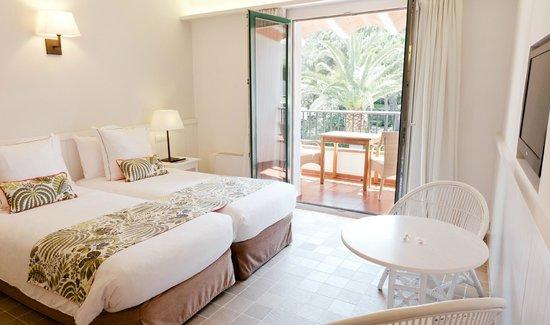 Hotel Playa Sol: Habitación jardín y piscina