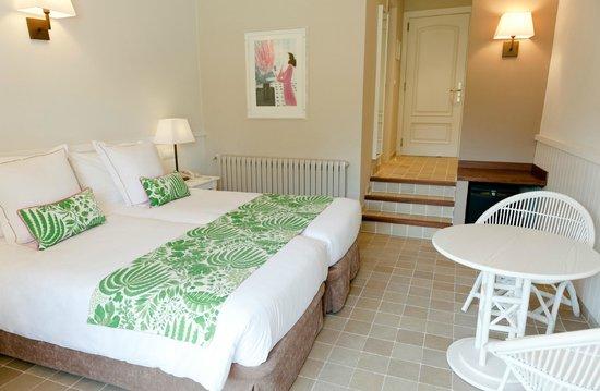 Hotel Playa Sol: Habitación vista piscina y jardín