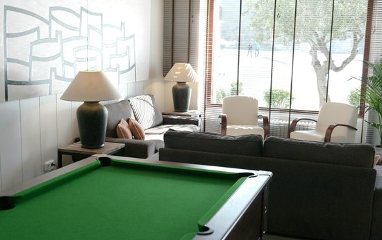 Hotel Playa Sol: Salón de lectura con billard