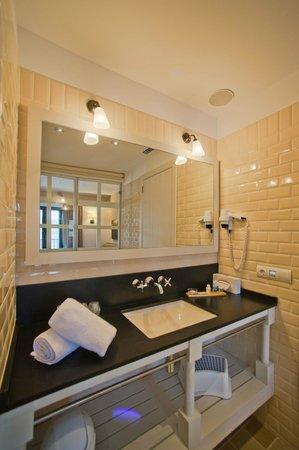 Hotel Playa Sol: Baño habitacviones confort