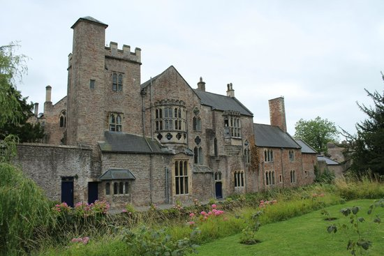 The Bishop's Palace and Gardens: Beautiful architecture