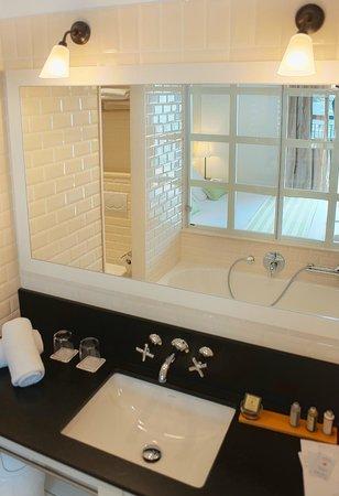 Hotel Playa Sol: Baño habitaciones vista mar confort