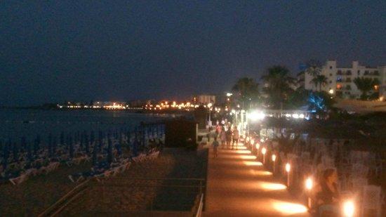 Tsokkos Beach Hotel: Ночной пляж