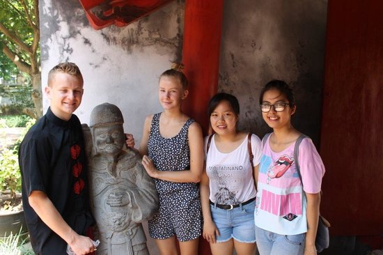 HanoiKids Tour: Our kids together with Quynh and Tranh