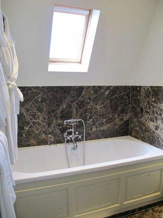 Hotel Prinsenhof Bruges: Superior Deluxe bath
