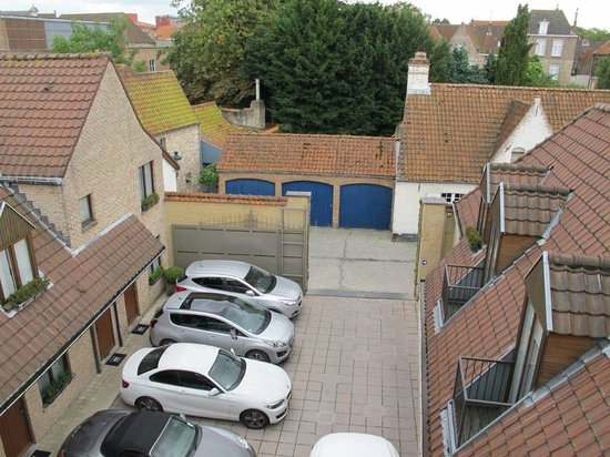 Hotel Prinsenhof Bruges: View of the parking lot