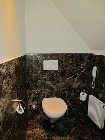 Hotel Prinsenhof Bruges : Superior Deluxe toilet