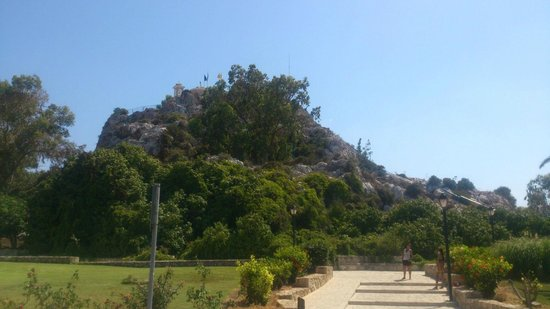 Tsokkos Beach Hotel: Церковь Пророка Илиаса на горе