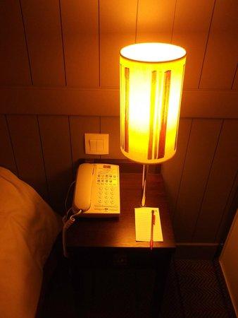 Mercure Deauville Centre : La lampe de chevet