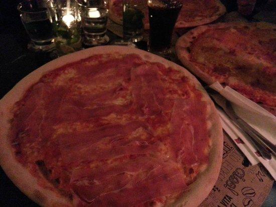 L'Osteria: Pizza Mit Schinken